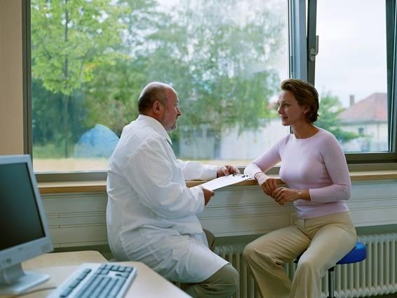 É fundamental que você, antes de engravidar, tenha acompanhamento médico e tome ácido fólico por volta de 3 meses antes da gestação.