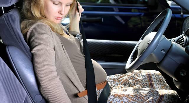 como usar o cinto de seguranca durante a gravidez